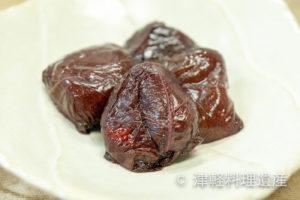 【青森県】紫蘇の葉に包まれた爽やかな酸味『梅干し・杏干し』