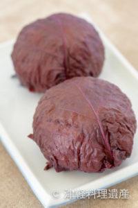 【青森県】大きな紫蘇の香りに包まれたごちそうおにぎり『赤紫蘇のおにぎり』